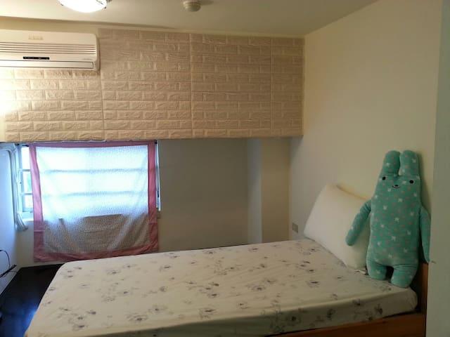 Cozzy Loft  MRT 1 mins  single room
