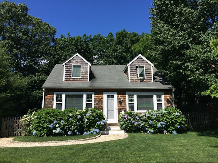 Charming Sag Harbor Cape Next to Beach and Village
