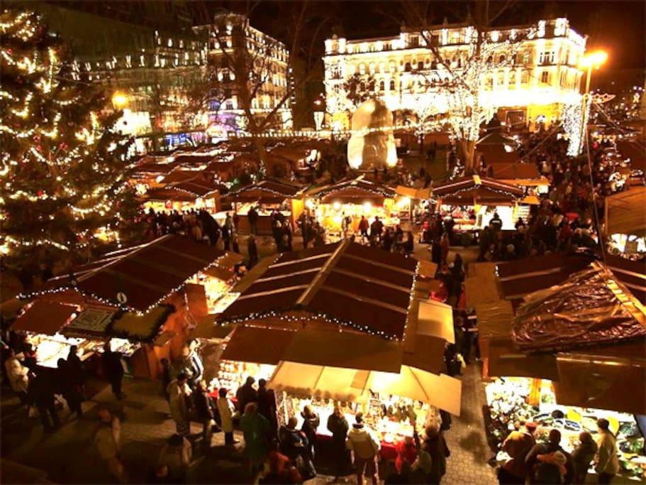Christmas Market - Vörösmarty Square
