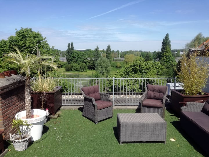 Bed and Breakfast in family apartment in Rotterdam