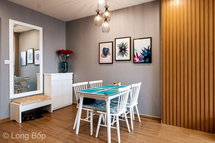 The dining table includes of 4 seats, right next on the wall is decorated by 3 pictures make the spotlight of the area.