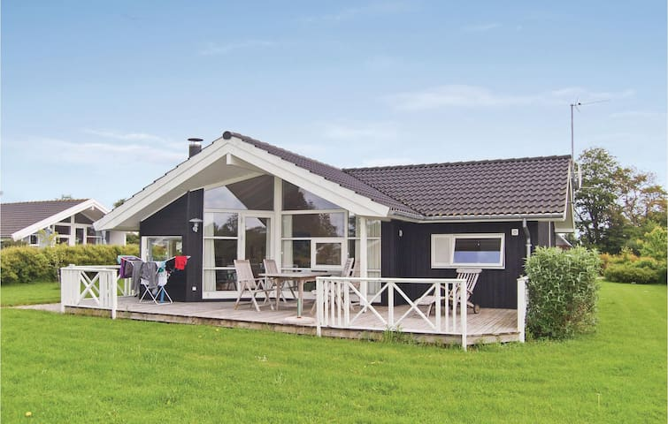 Holiday cottage with 2 bedrooms on 72 m² in Faxe Ladeplads