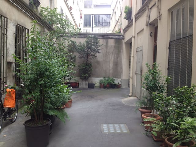 Private Floor 35 meter square in center of Paris