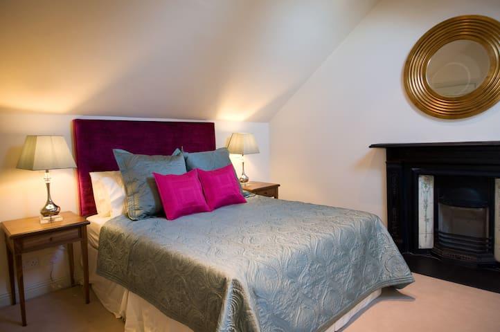 Upstairs Dbl Room/Hawthorn Cottage - ดับลิน - ที่พักพร้อมอาหารเช้า