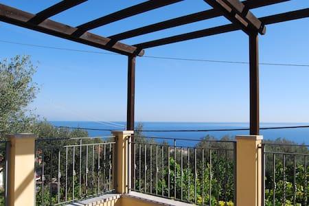 Casa con splendida vista sul golfo - Varazze