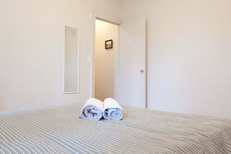 Cozy Room 5 minutes to subway - Bronx - Apartment