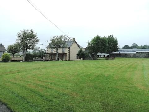 Großes Donegal Bauernhaus - 8 Meilen von Derry City entfernt