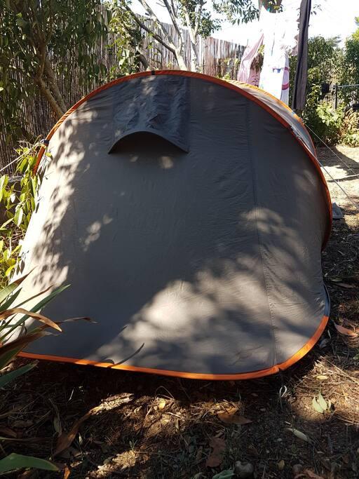 loue tente ou emplacent pour tente dans le jardin tentes louer carcassonne occitanie france. Black Bedroom Furniture Sets. Home Design Ideas