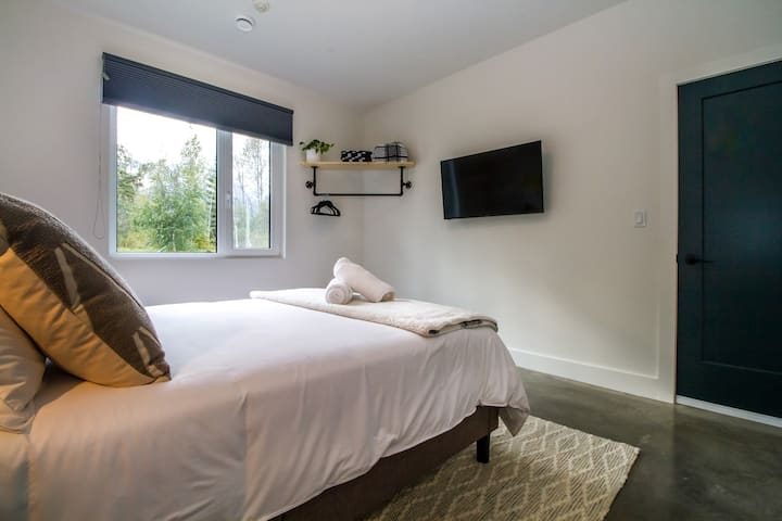 Superior Queen Room- Arrows Edge Lodge- Revelstoke