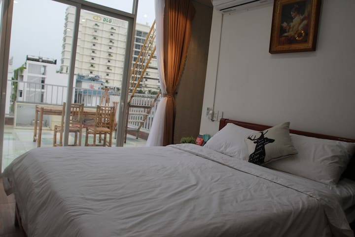 Deluxe King room with big balcony, My Khe Sea View