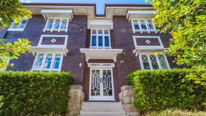Classic Art Deco Garden Apartment at Kingsford
