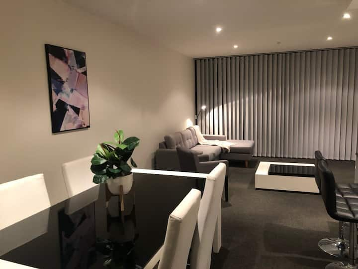 AXIS to Canberra, Free Parking, Pool, Gym