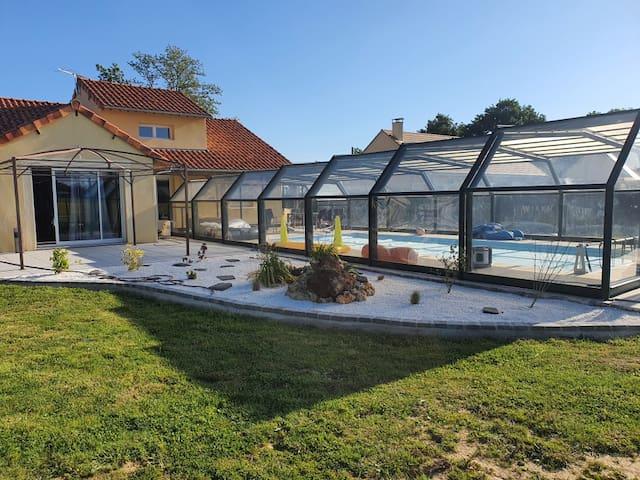 jolie villa a la campagne avec piscine privée
