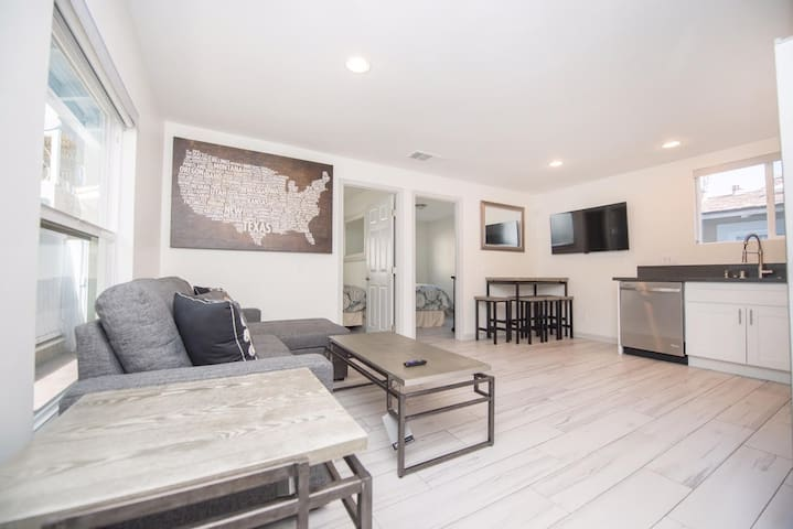 Modern 3BD in the Heart of Mission Beach w/ BBQ