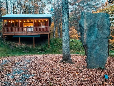 Cozy 2 Bedroom Cabin Escape with Fireplace
