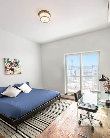 NYC Penthouse Open Loft Bedroom & Patio w/ Skyline
