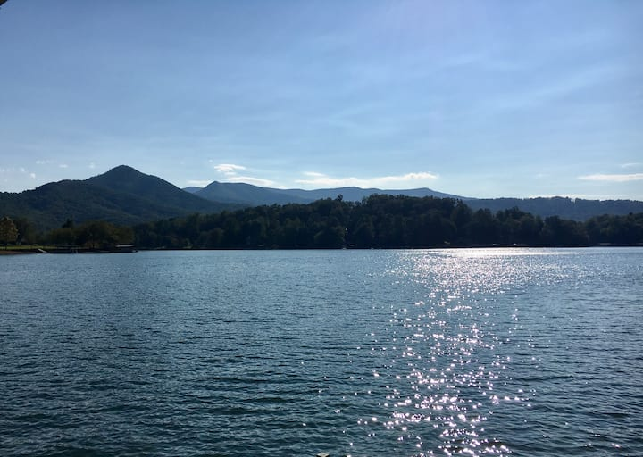 Hiawassee Lakefront Mountain Suite - on the point!