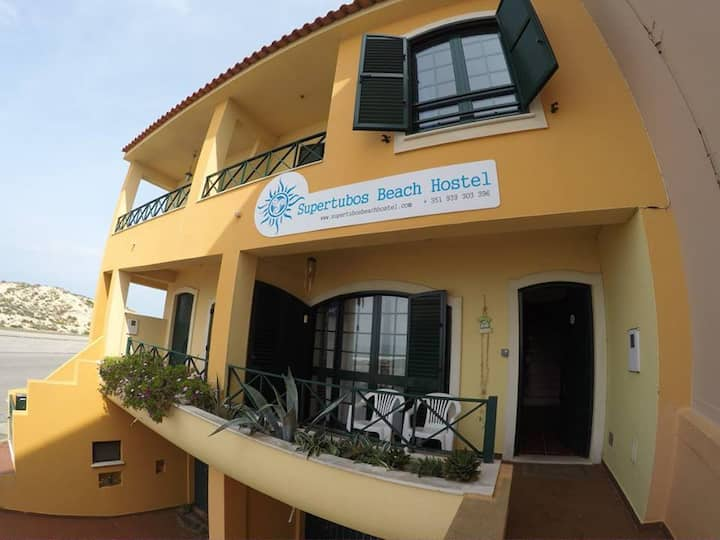 Supertubos Beach Hostel - Triple Room Family