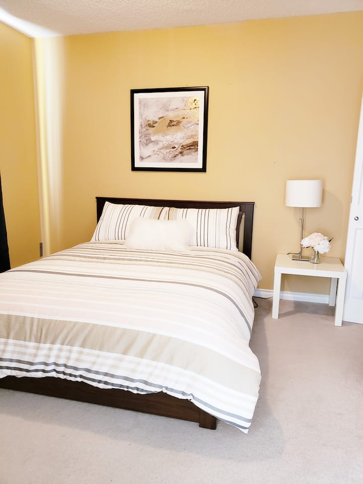 Cozy 1 bdrm close to Downtown & Rogers Place