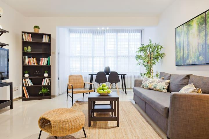 Big central 2 bedrooms apartment
