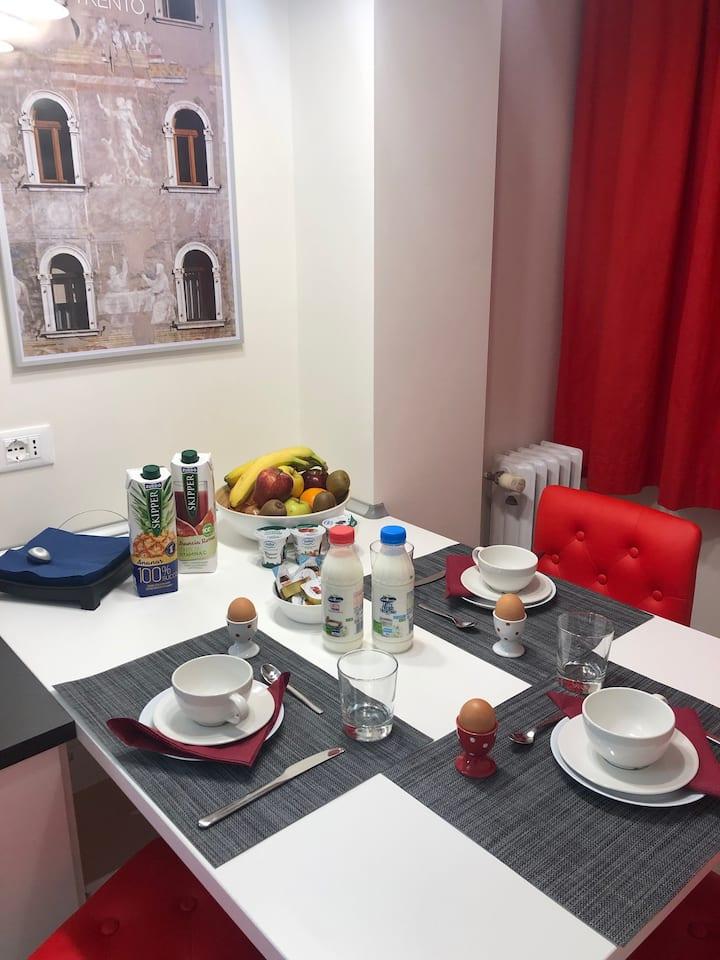 Camera matrimoniale con bagno e cucina privati