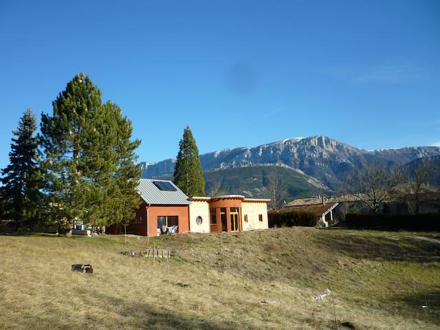 maison familiale ecologique à 5 minutes de Die - Die - Rumah