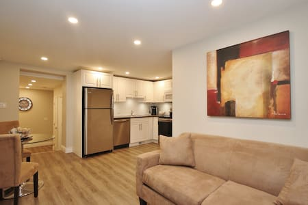 Spacious Apartment Steps to Downtown With Parking