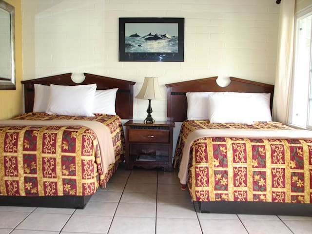 Oceana Inn- two queen beds & Kitchen