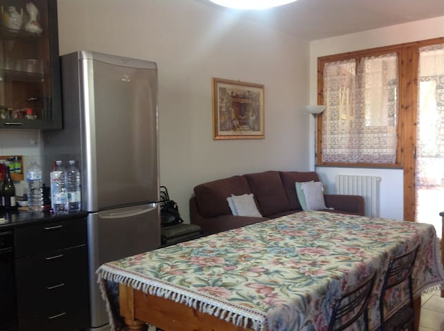 Private room with terrace and private bath - Villa Ceccolini - Apartamento
