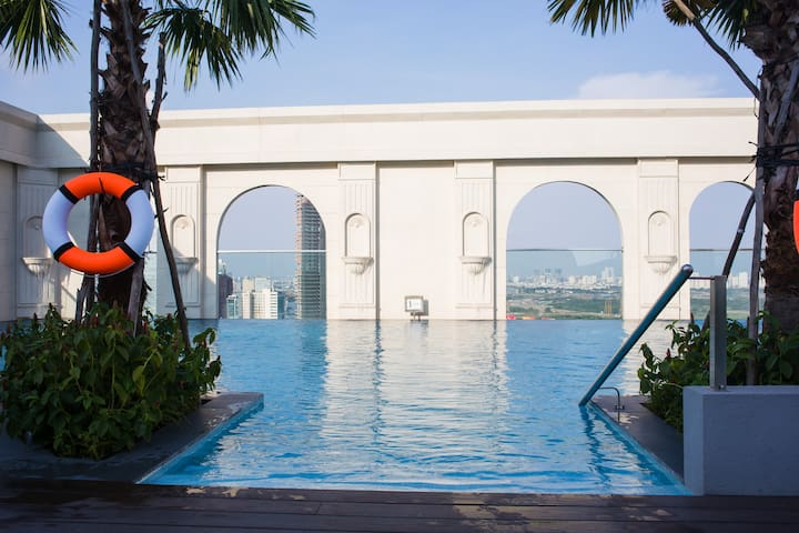 BRAND NEW APART, ROOF TOP POOL, GOOD LOCATION - Ho Chi Minh City - Apartment