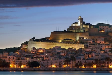 Old Town Ibizan house by the castle - Bed & Breakfast