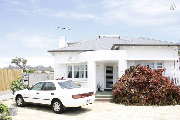 Comfortable 4 bedroom house - Doubleview - House