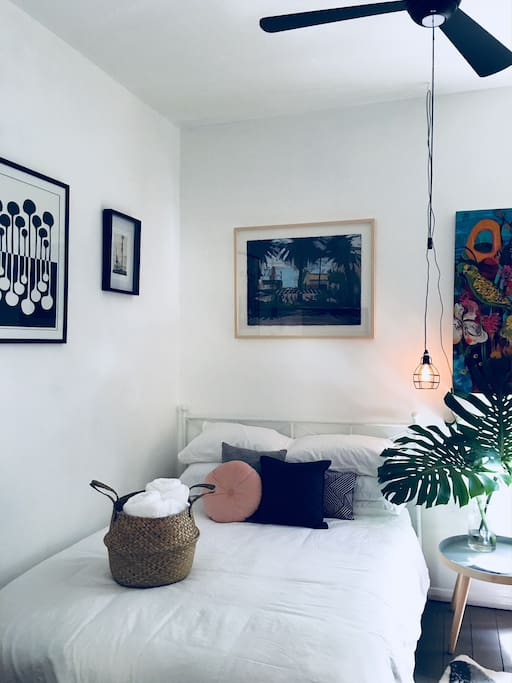 With attention to detail the room has been put together with care so that your comfort is paramount. Stocked with a great range of current art, science, travel and lifestyle magazines you will find a super cute room with local art on every wall.