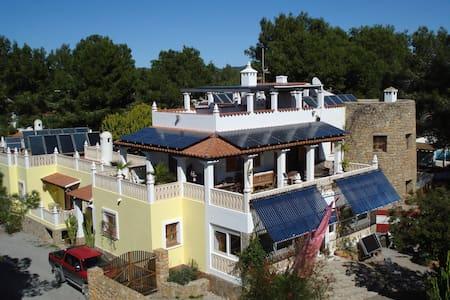 EL TAMARIS VILLA AUTAK CON LA ENERGÍA DEL SOL - Santa Eulària des Riu - Villa