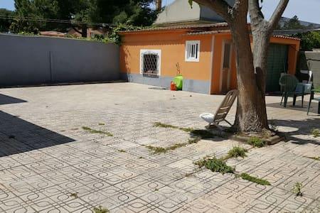 Habitación doble en chalet - Castelldefels - House