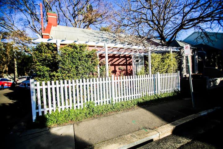 Charming little Newtown cottage