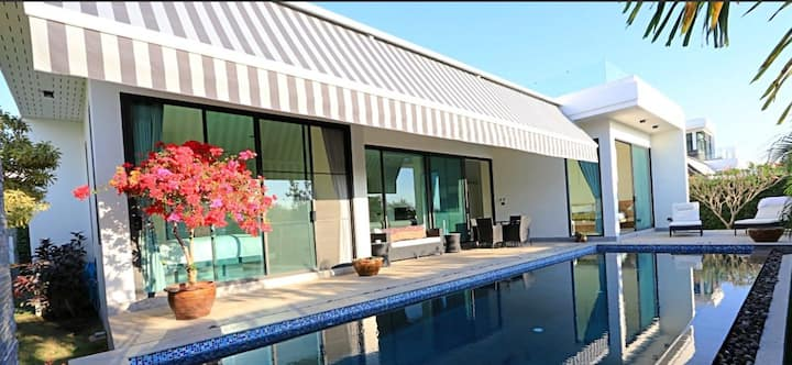 Modern House in Hua Hin (one month for the less)