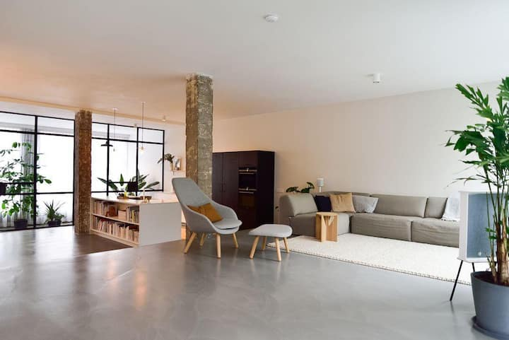 Light and spacious design loft, central location