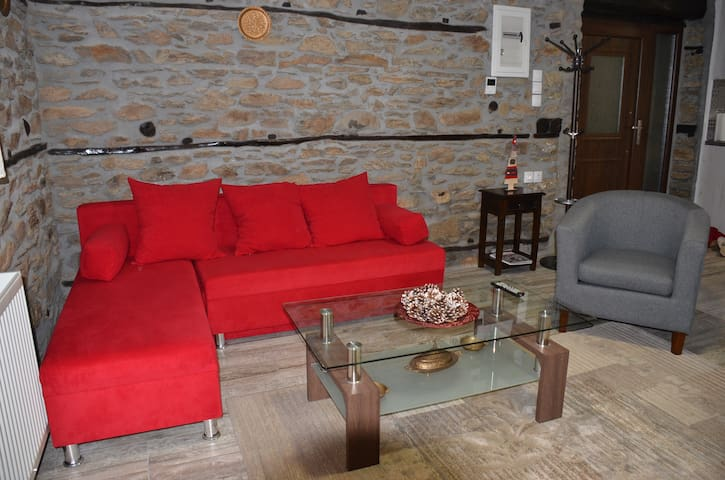 Spacious Stone Built Home- Polipotamos-Florina