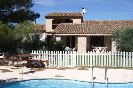 Chambre studio en campagne Aixoise piscine - Meyrargues