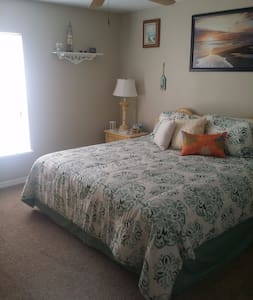 Private Room, close to Tampa/St. Petersburg - Riverview - Дом