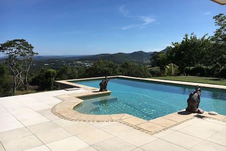Luxury Eumundi Home-Amazing Views-Easy to Noosa - Eumundi - House