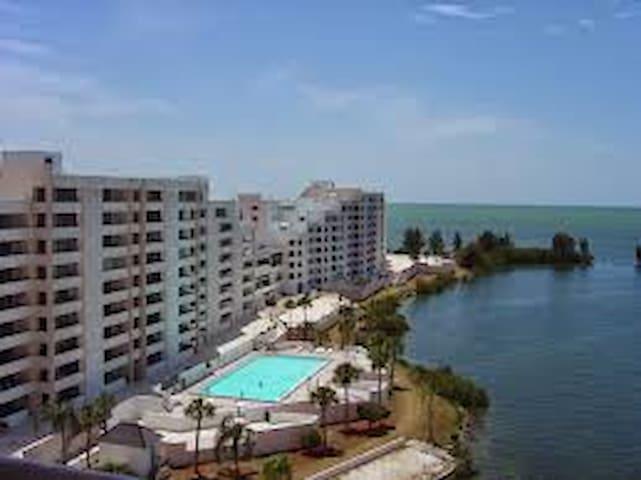 Luxury Gulf Front BeachTennis Condo - Hudson - Appartement