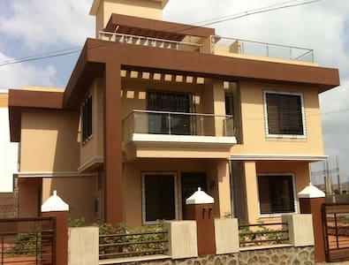 Lonavala Holiday Villas - Khopoli - Bungalov