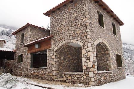 Πετρόκτιστη μονοκατοικία / Luxurious Chalet - Dağ Evi