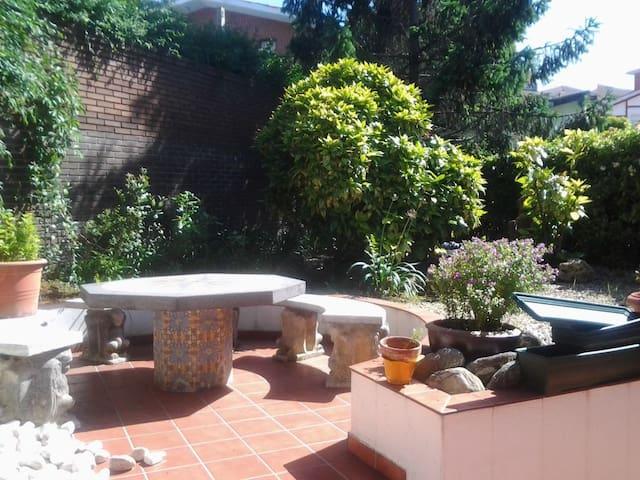 *Habitación2 en casa con jardín centro de Plentzia
