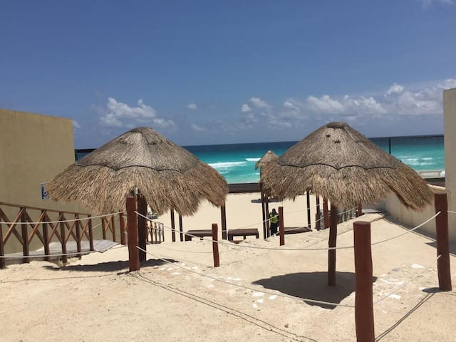 Steps from the beach ★ Private Room ★