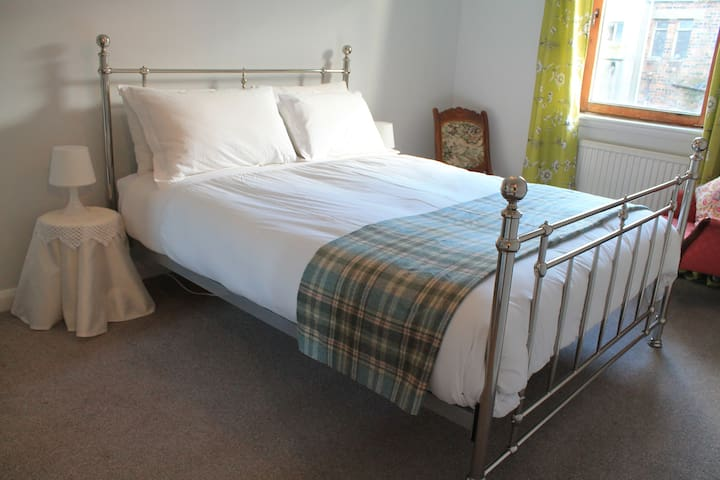 Cosy Prestwick Central Apartment