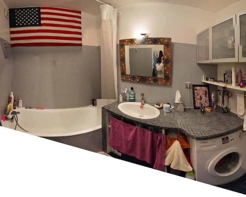 Salle de Bain - shared bathroom
