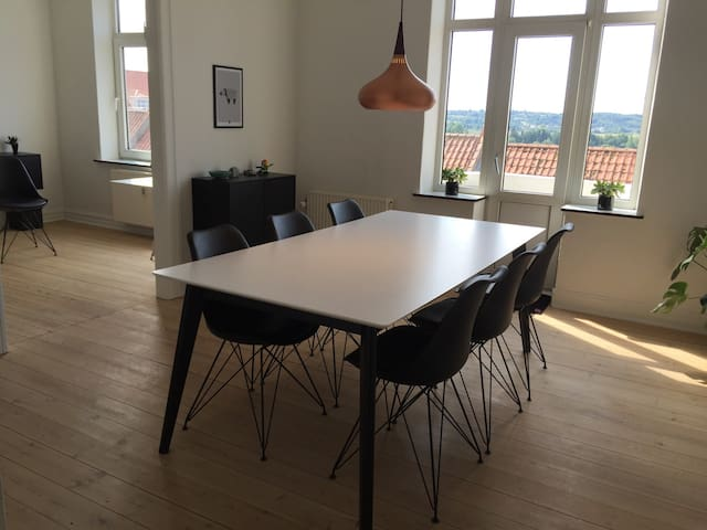 Trendy apartment with free parking. - Randers - Wohnung
